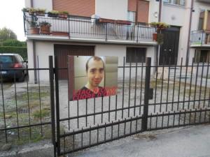 COIMPO L'immagine di Nicol+¦ Bellato davanti alla sua abitazione in via Allende 2 (2)